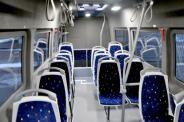 Verlängerter Microbus mit Sitz- und Stehplätzen für den Stadtverkehr, mit der Möglichkeit einen behiderten Passagier zu transportieren